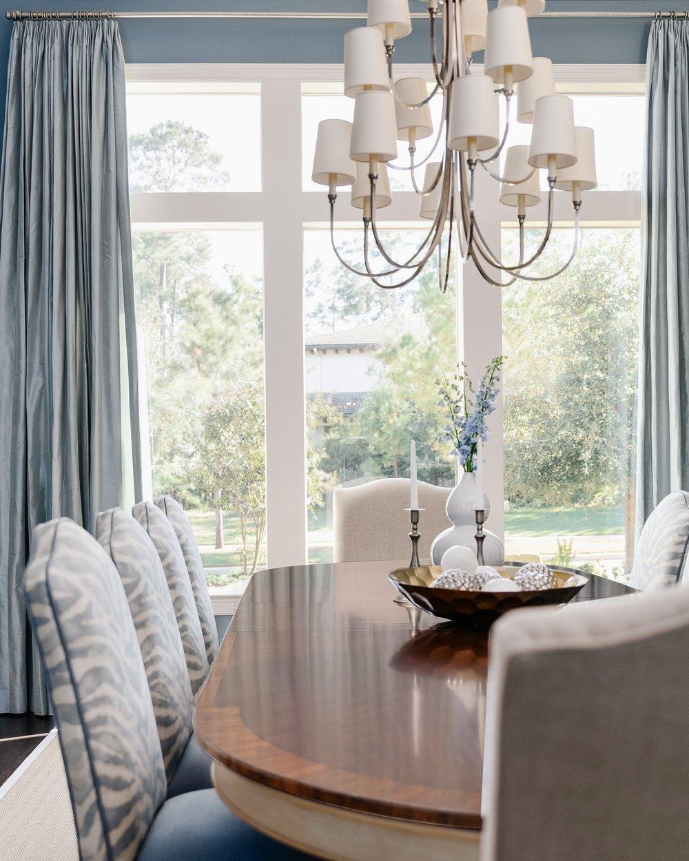 Elegant blue dining room | Carla Aston - Designer,  Colleen Scott - Photographer #diningroomideas #diningroom #bluediningroom #zebrapattern