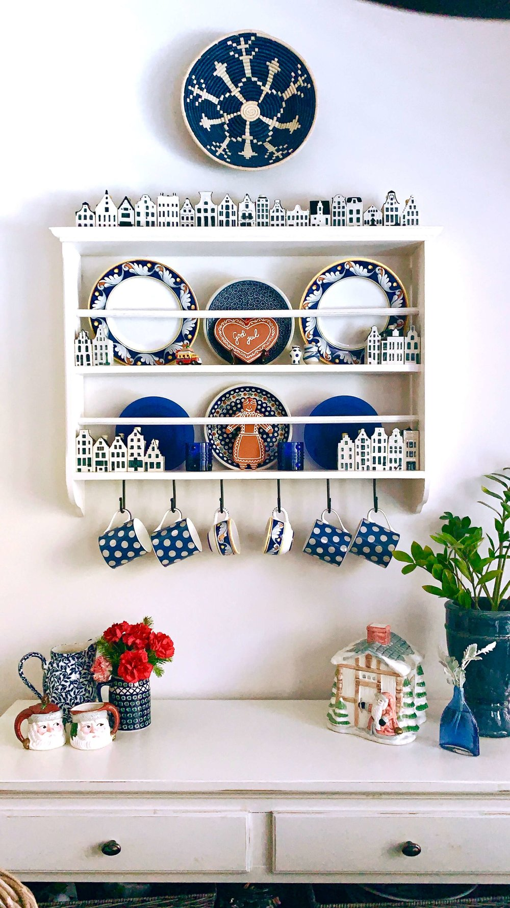 Christmas home tour - breakfast room plate rack
