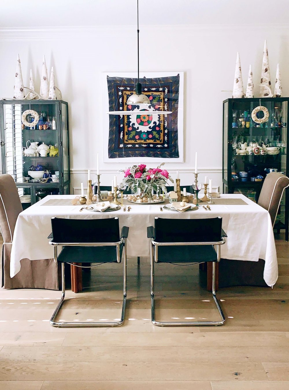 Christmas home tour - dining room | Carla Aston, Designer #holidayhometour #christmastabletop #christmasdecorating