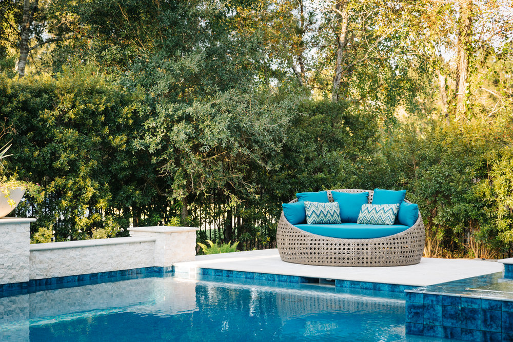 Project Reveal - Family room, backyard furnishings, breakfast room | Carla Aston, Designer | Colleen Scott, Photographer | #pool #backyard #patio #backyardoasis