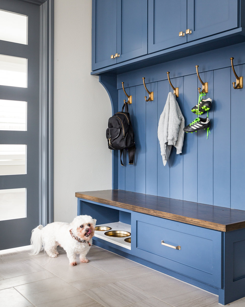 BEFORE AND AFTER - A navy and white kitchen remodel w/ built in breakfast nook | Carla Aston, Designer | Colleen Scott, Photographer #mudroom #dogbowl #bench #cabinetry