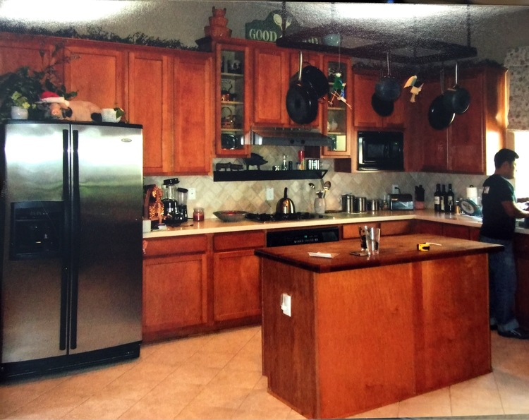 BEFORE Kitchen Remodel - cabinets were slightly raised at range, but not significantly enough to make an design impact