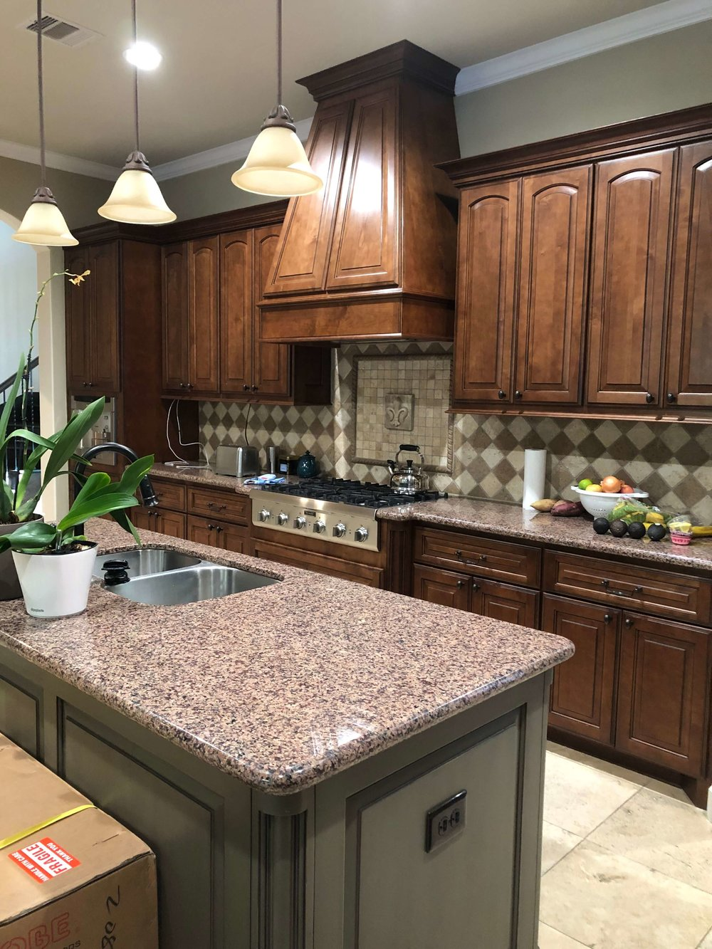 BEFORE - Kitchen to be remodeled. The pinkish toned granite didn't work with the warmer toned backsplash or floor.