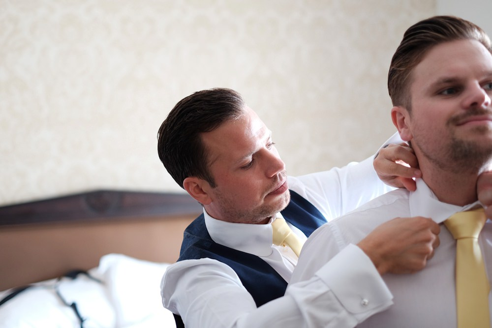 groom-groomsmen-prep-wedding_0068.jpg
