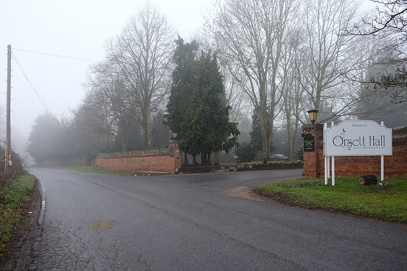 Road-side-entrance-Orsett-Hall-Essex.jpg