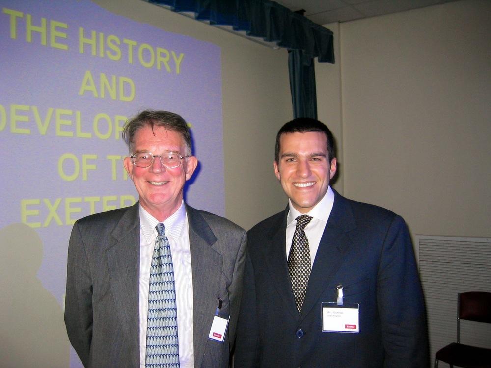 Mr. Clive Lee  e Dr. David Gusmão - Durante o primeiro curso em Exeter 2004.