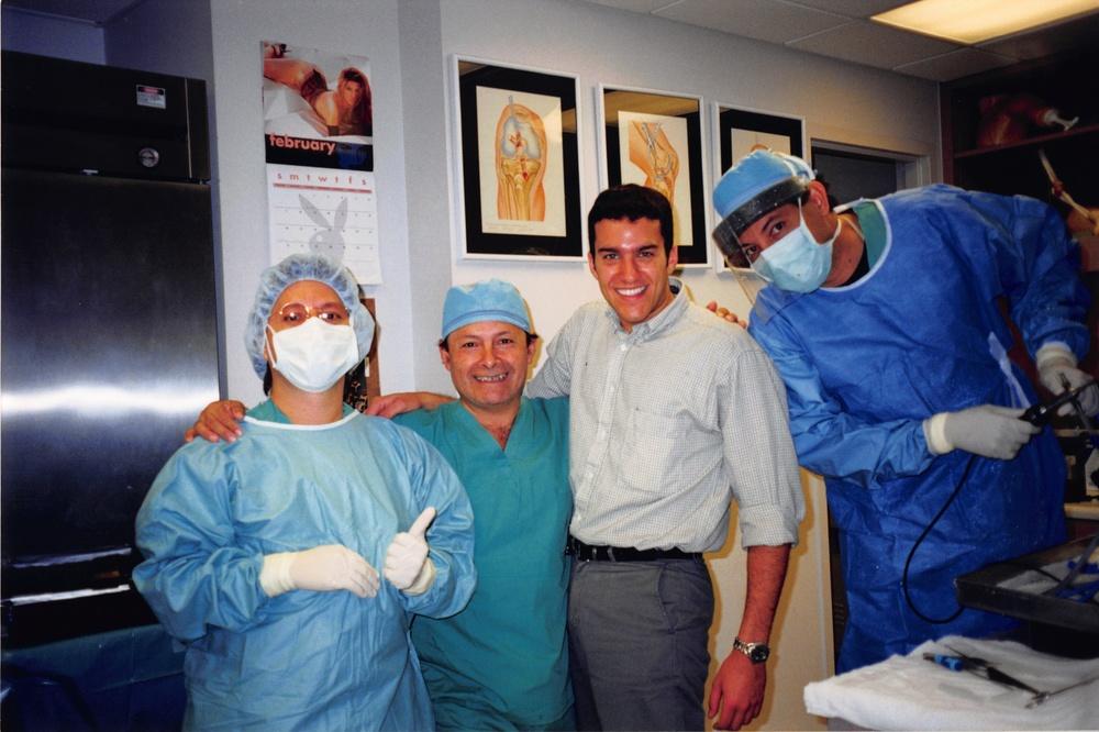 Funcionários do laboratório de treinamento do Doctors Hospital. Após as 15h o laboratório ficava vázio e treinávamos até as 18h, todos os dias!