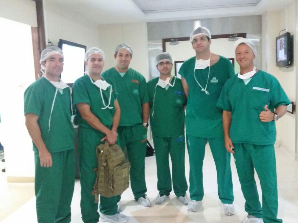 Esquerda: Sr. Alexandre Fiuza, Dr.David Gusmão, Dr. Breno Torres, Dr. Adriano, Dr. Carlos Rava, Sr. Cláudio Vinicius. No centro cirúrgico Unimed João Pessoa.