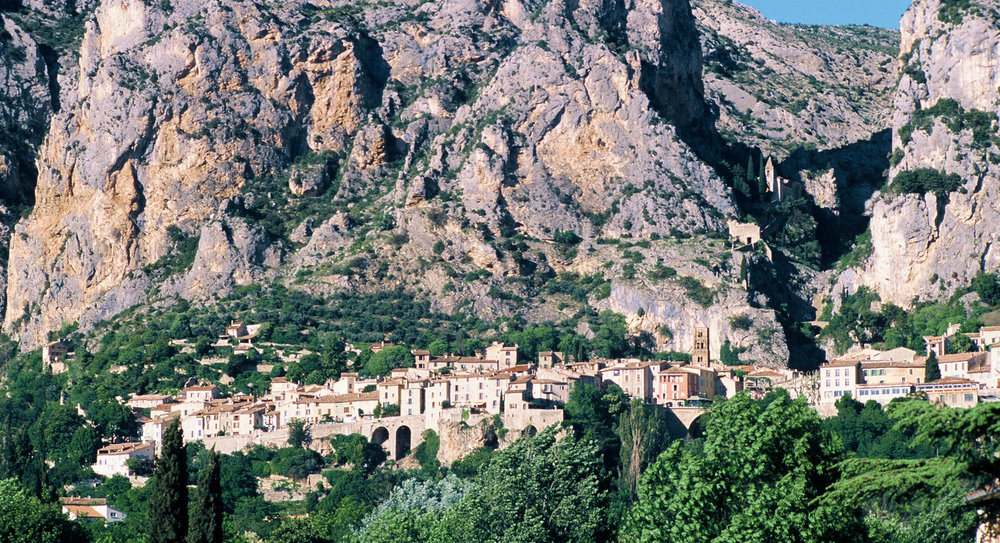 CLICK on Photo: Moustiers Sainte-Marie France 2002 (Kodachrome K-64 Slide Film)