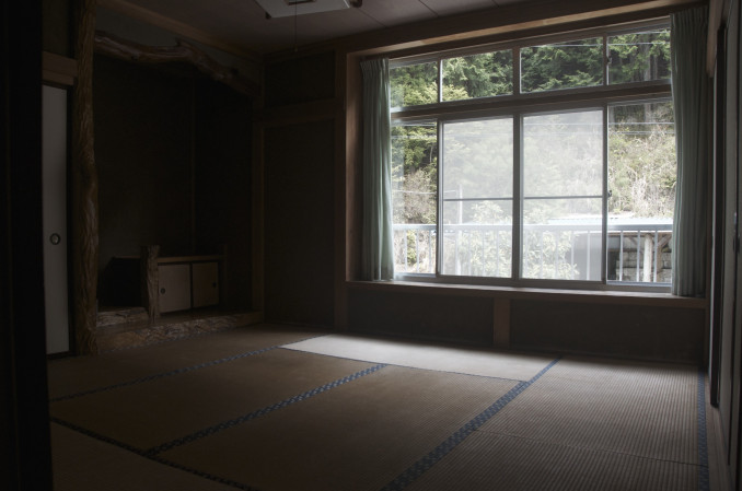 Private 4 Person Japanese style tatami room with futons (door lock)