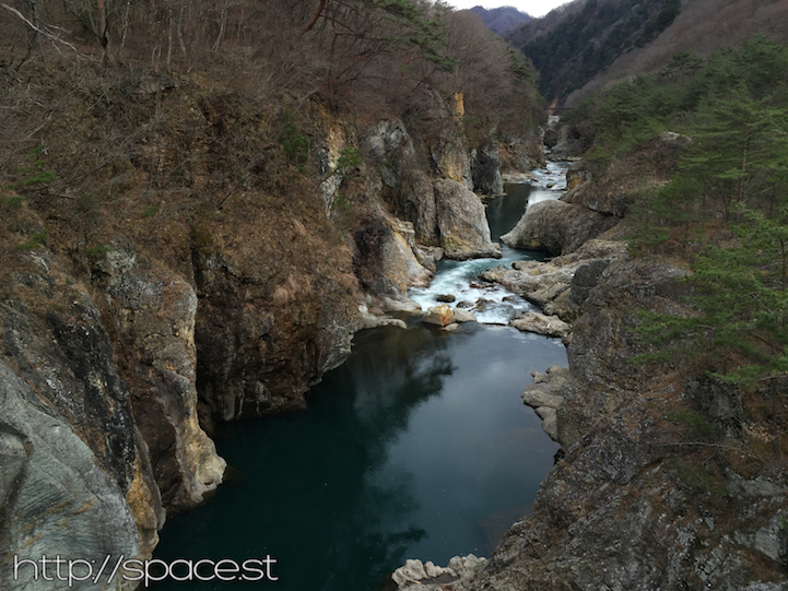 kinugawa-gorge-downstream.jpg