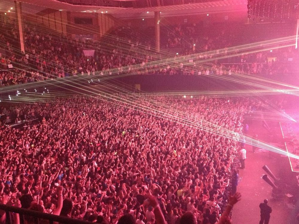 The crowd going nuts at The Bill Graham Civic Auditorium (Photo Credit: Ramón Corro)