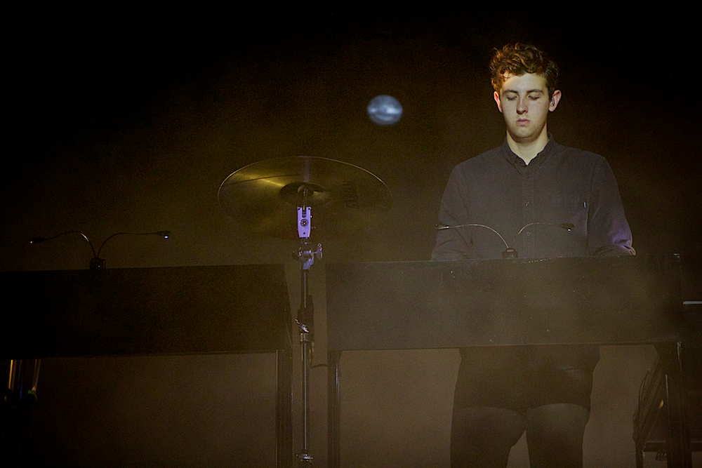 Jamie XX commanding the backdrop for The xx (Photo Credit: Robert Castro)