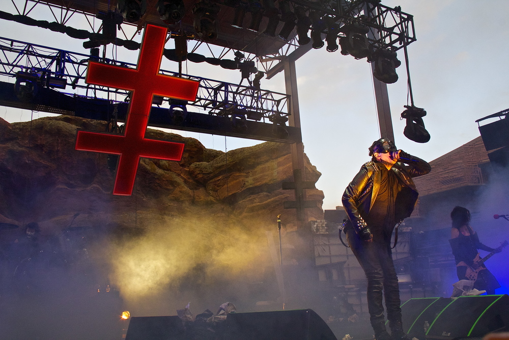 Manson rocking the Colorado crowd (Photo Credit: Dave Burke)