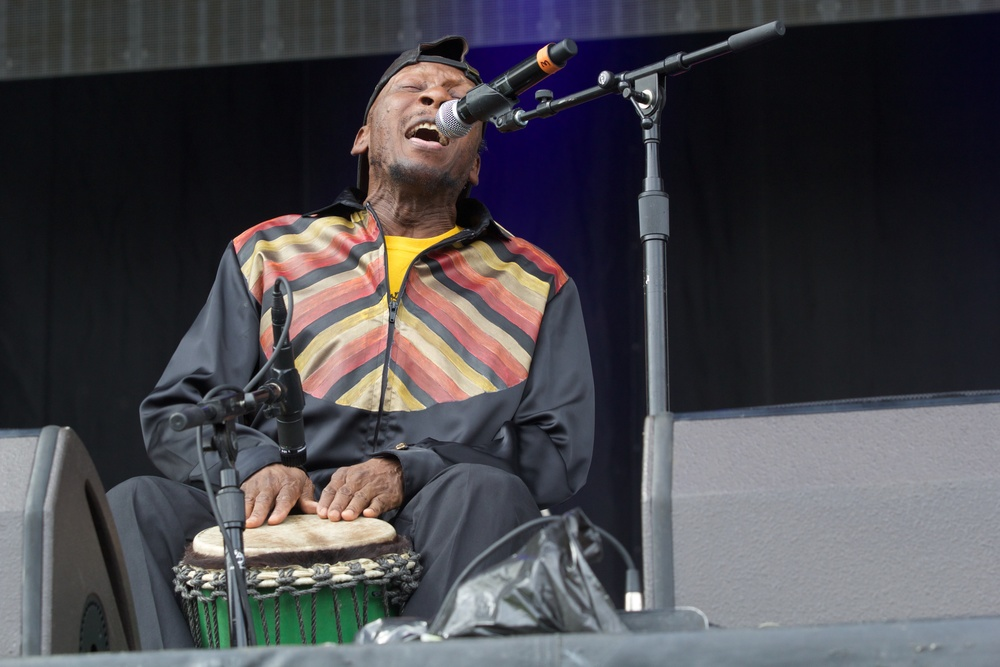 The legendary Jimmy Cliff making us dance and sing. (Photo Credit: Robert Castro)