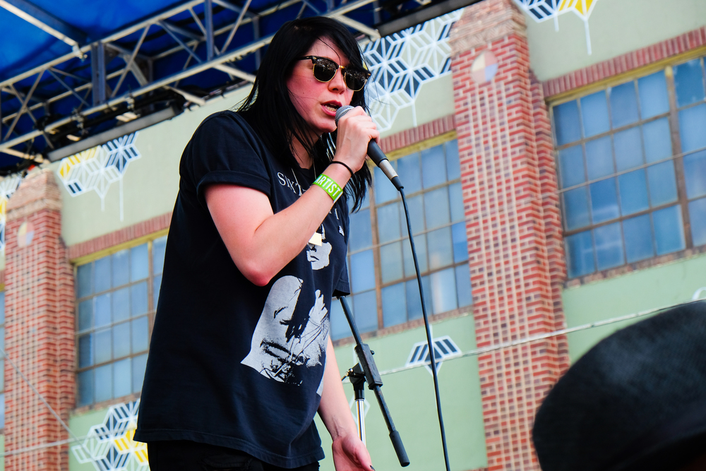 Chicago native K-Flay laying down an early impressive set. (Photo Credit: Robert Castro)