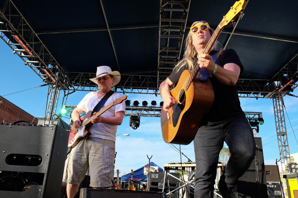 Blistering in the sun..Violent Femmes took us down memory lane. (Photo Credit: Robert Castro)