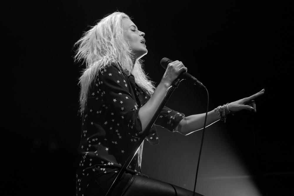 The always beautiful Alison Mosshart of The Kills (Photo Credit: Robert Castro)