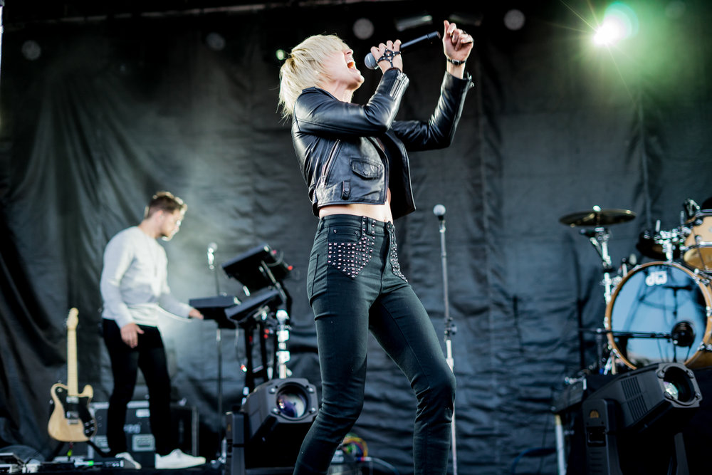 The always lovely Sarah Barthel of Phantogram (Photo Credit: Robert Castro)