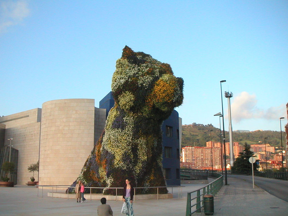 Puppy by Jeff Koons, Guggenheim Museum, Bilbao, Spain   Photo: Cia Mooney