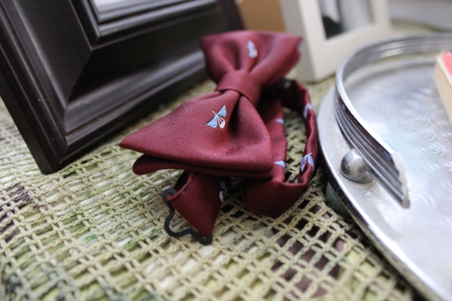 A British Airborne Forces bow-tie, complete with para-wings, in my favourite colour: maroon.