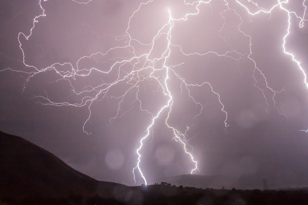 lightning-399853_1280.jpg