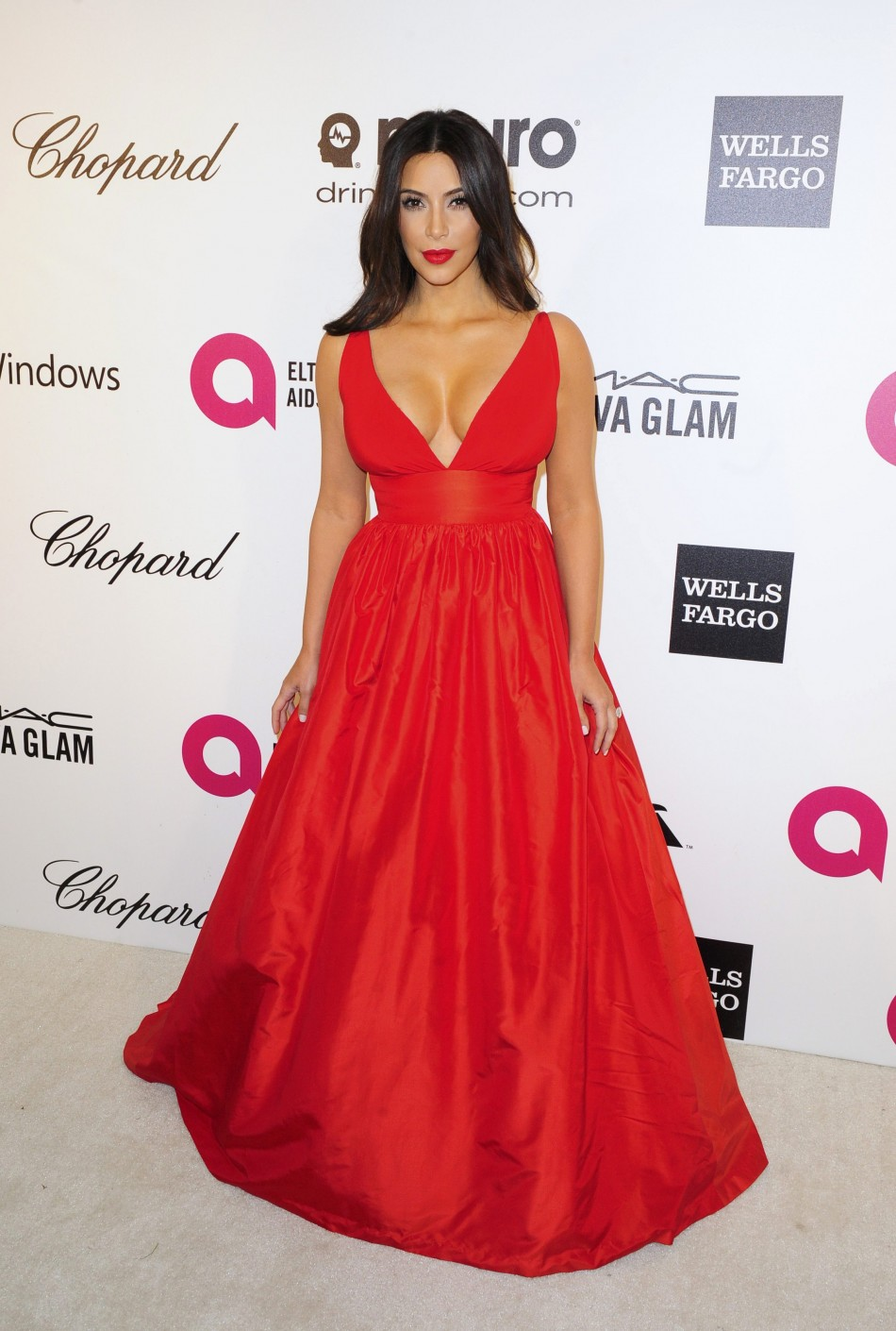 441139-kim-kardashian-arrives-at-the-2014-elton-john-aids-foundation-oscar-pa.jpg