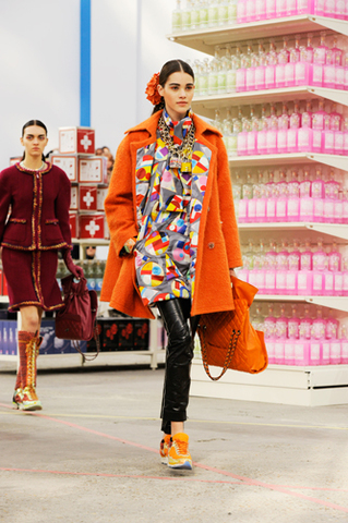 chanel-fall-winter-2014-15-ready-to-wear-look-07.jpg