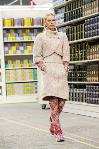 chanel-fall-winter-2014-15-ready-to-wear-look-04.jpg