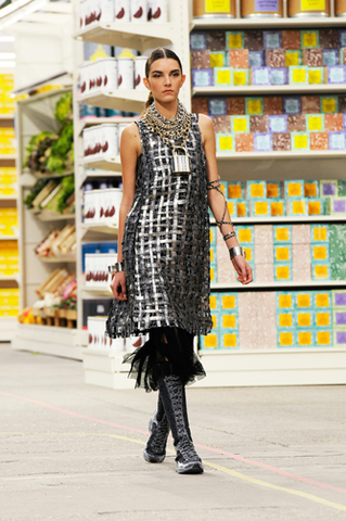 chanel-fall-winter-2014-15-ready-to-wear-look-16.jpg