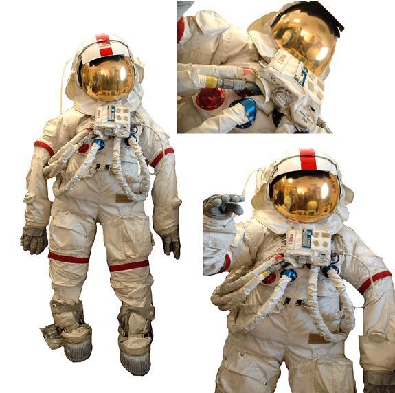 Apollo 17, Scale Replica A7LB EVA Space Suit (EMU)