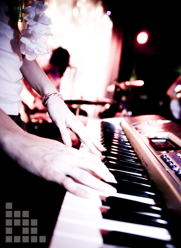 the coathangers - keyboard.jpg