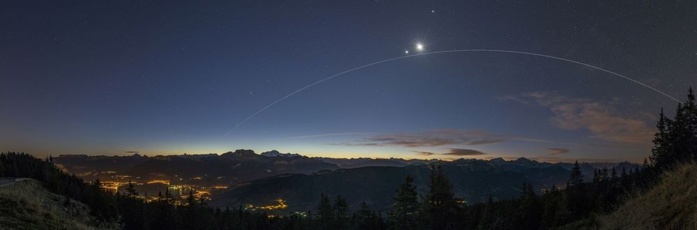 ISS UNDER VENUS AND THE MOON
