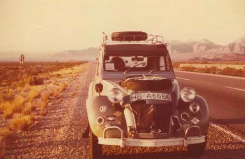 Ein halbes Leben in einem winzigen Auto: 1964 wollten zwei deutsche Musiker in einer Ente um die Welt. Nach 20 Jahren kehrte einer von ihnen zurück. Der Abenteurer Manfred Müller feierte in Amerika mit Franz Beckenbauer, wurde in Australien zum TV-Star - und entkam den Vietkong nur knapp.VonChristoph Gunkel. Weiterlesen>>