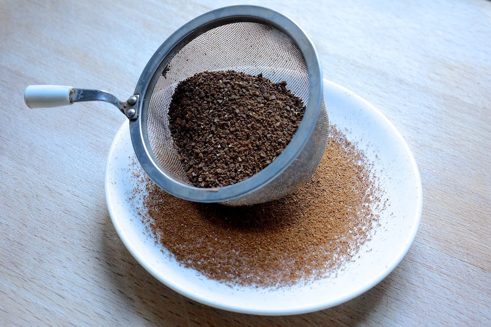 Grinding coffee evenly 1.jpg