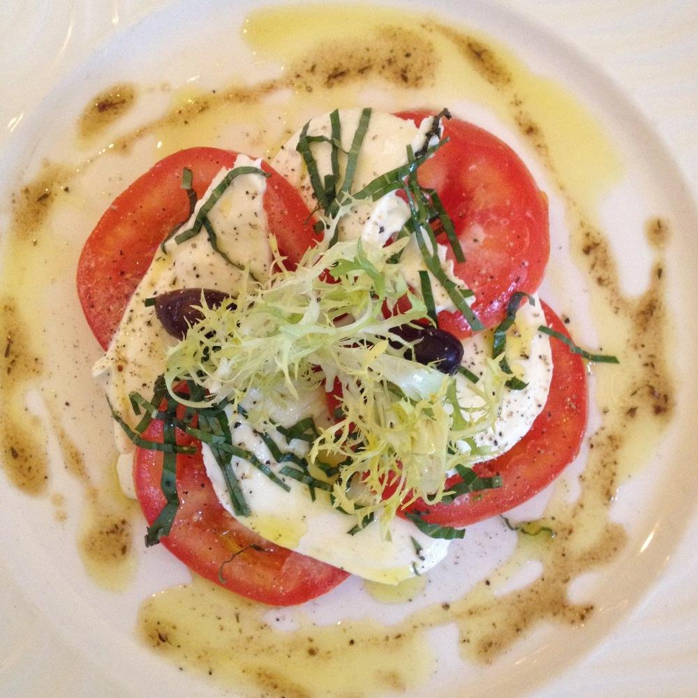 Il Posto Pomodori con Mozzarella Fiordilatte,Tomatoes,Extra Virgin Oil