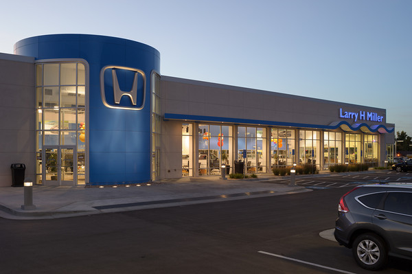 LHM Honda Murray - Nikon D3s, 35mm Olympus shift with Leitax adapter.