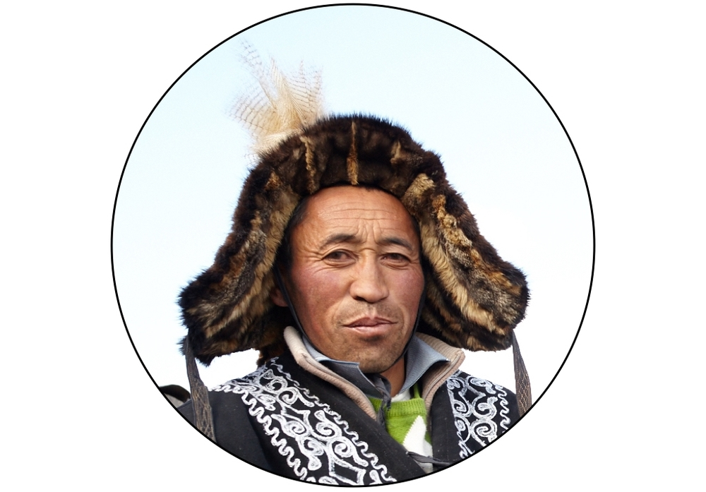 KAZAKH EAGLE HUNTER, MONGOLIA