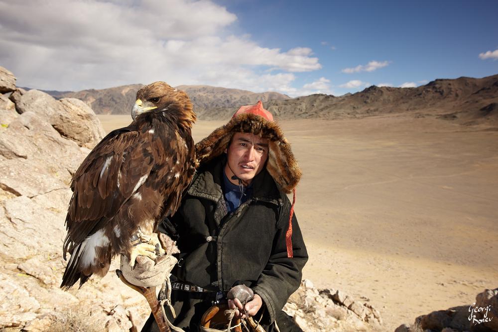 ASAI AND HIS GOLDEN EAGLE, ALTAI MOUNTAIN, MONGOLIA