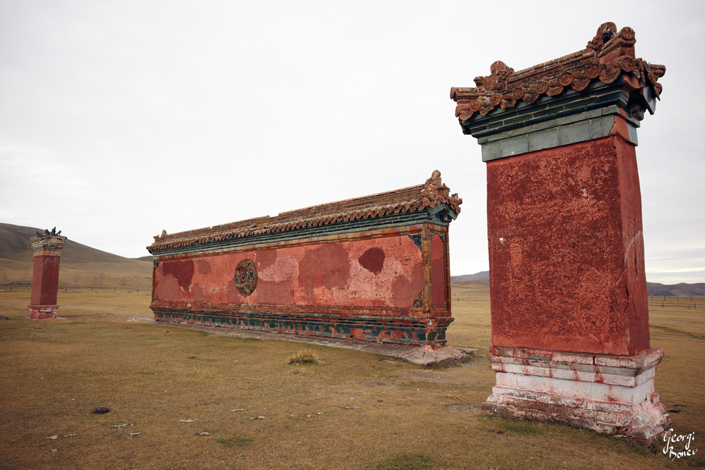 SOUTH GATE WALL OF AMARBAYASGALANT MONASTERY, MONGOLIA