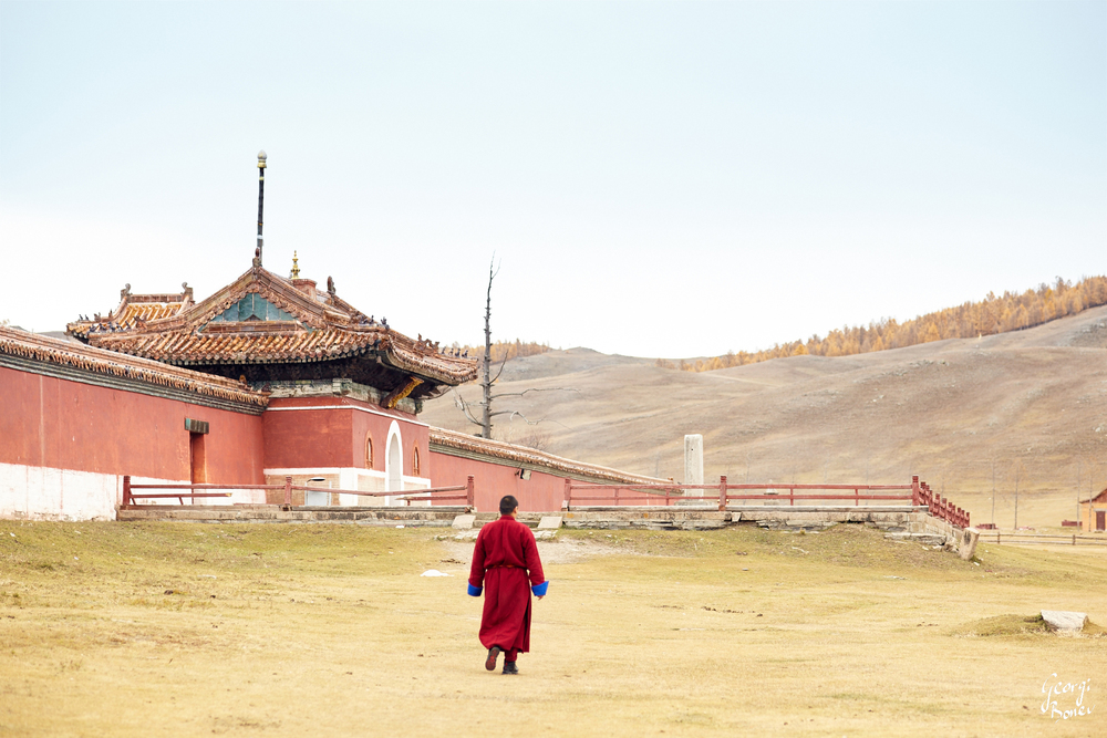 A monk going for the 2nd morning pray, Amarbayasgalant Khiit main gate, Mongolia