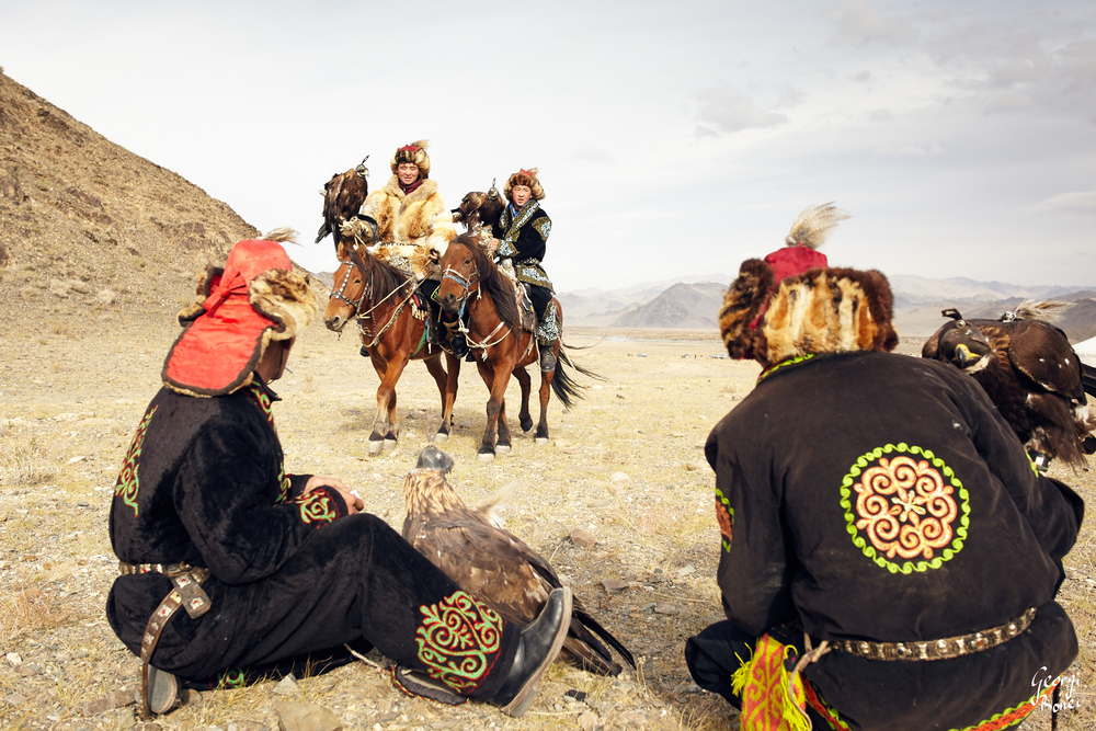 KAZAKH EAGLE HUNTERS DISCUSSIN HUNTING STRATEGY, ALTAI MOUNTAIN, MONGOLIA