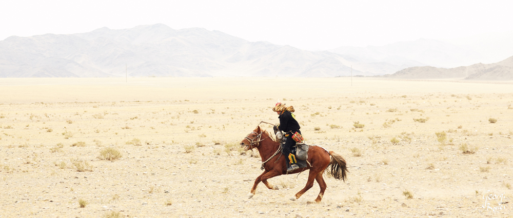 KAZAKH EAGLE HUNTER RIDING, MONGOLIA