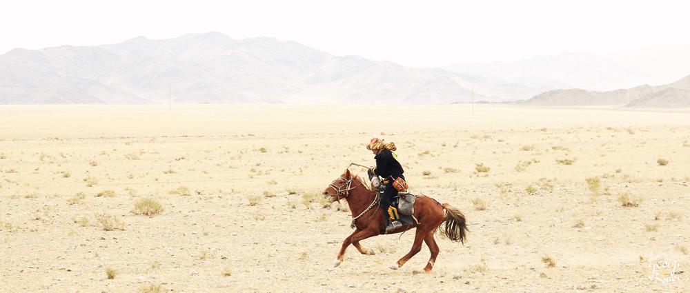 KAZAKH EAGLE HUNTER RIDING, MONGOLIA