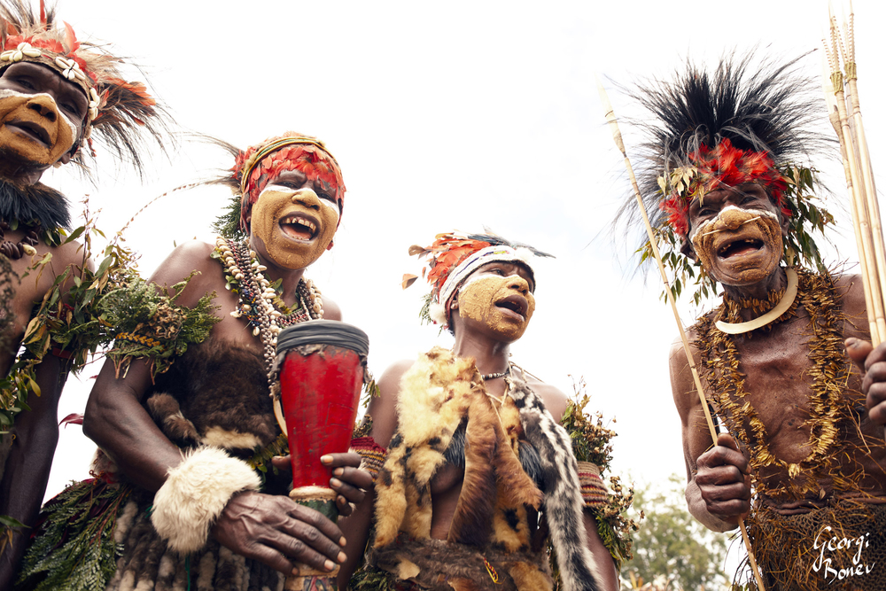 ARANGO TRIBE SINGING IN THE HIGH LAND OF PAPUA NEW GUINEA