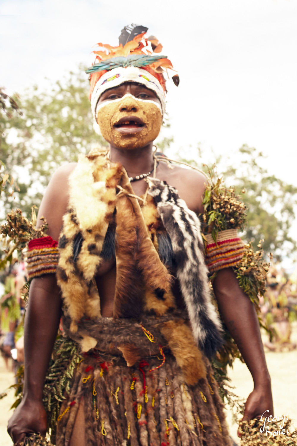 ARANGO WOMAN IN PAPUA NEW GUINEA