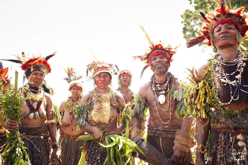 ATRIGU TRIBE READY TO DANCE IN PAPUA NEW GUINEA