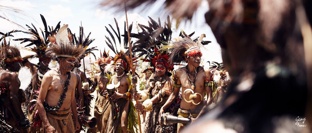 DUMANIGU TRIBE GATHER TOGETHER, PAPUA NEW GUINEA