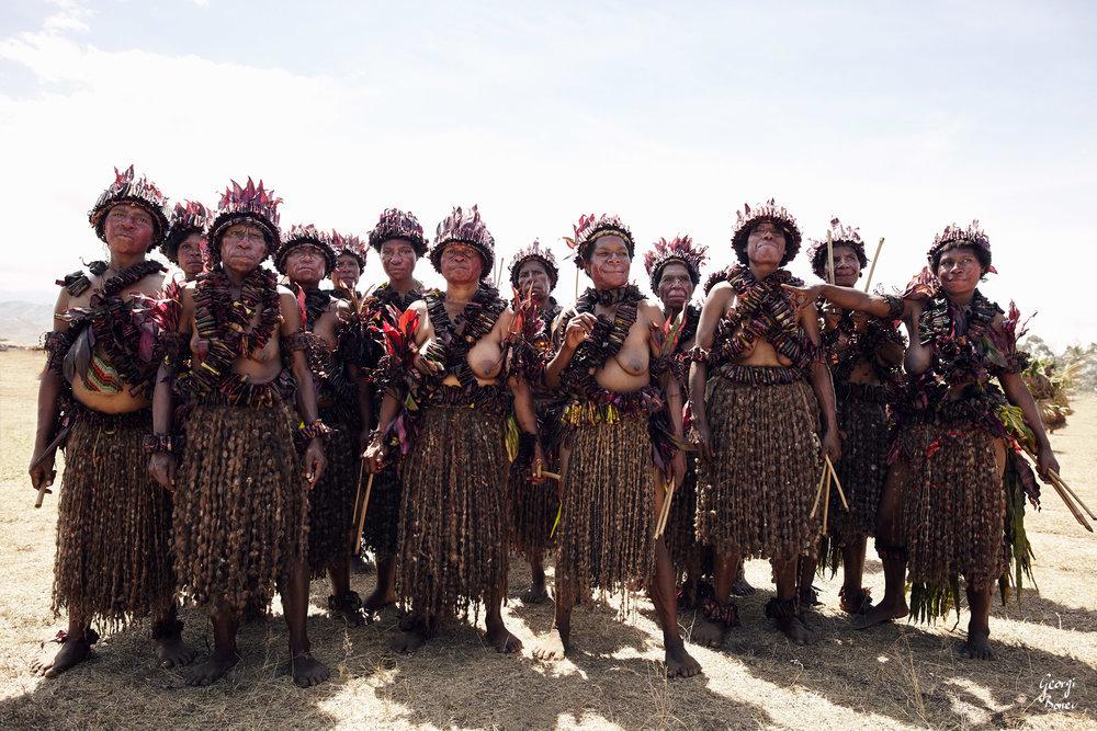 ELIMBARI WOMEN IN PAPUA NEW GUINEA