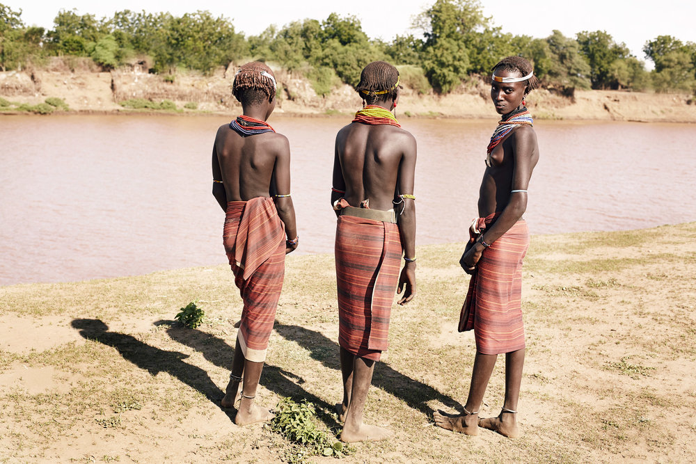 DAASANACH GIRLS LOOKING AT THE OPPOSITE OF OMO RIVERBANK, ETHIOPIA